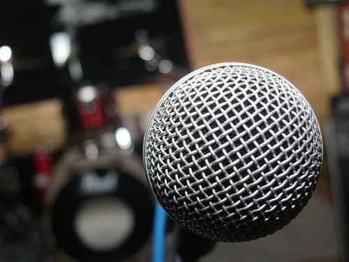 cómo actuar como speaker