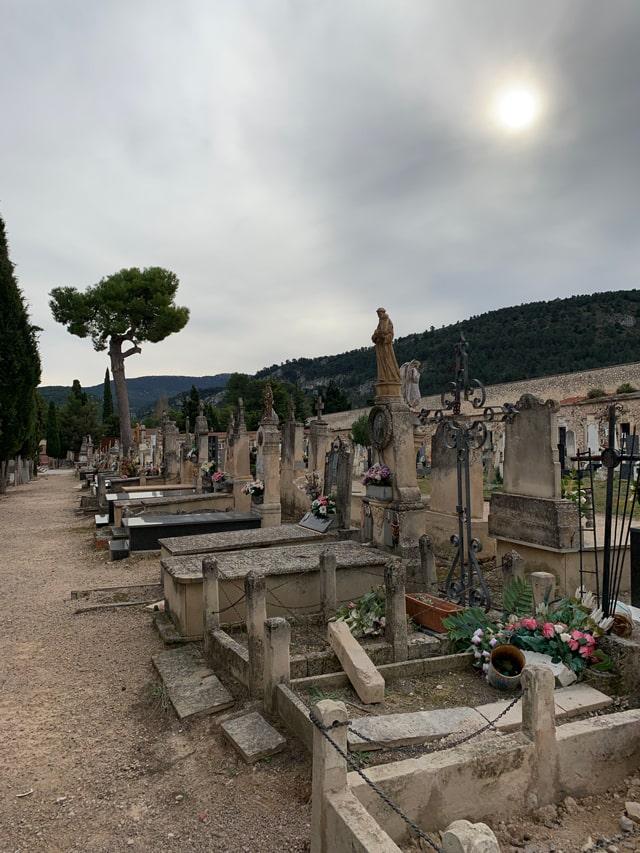 Por qué pasear por el cementerio te ayuda a ser mejor persona...