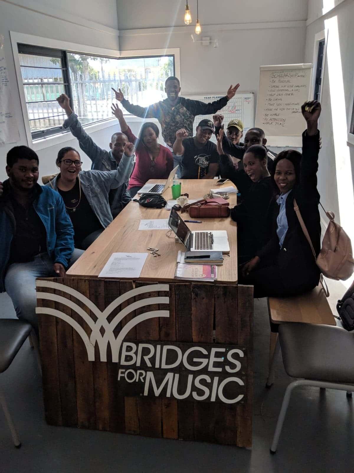 El poder de educar: Stand OUT Program y Bridges for Music