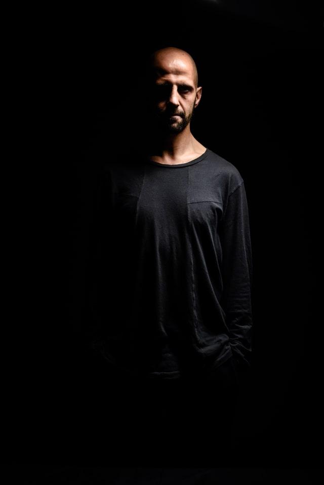 Isra García - Acepta la oscuridad