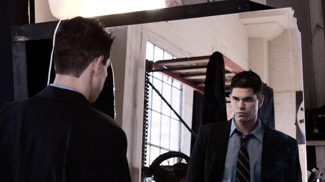 Mirarte fijamente a los ojos en un espejo todas las mañanas - superhábito